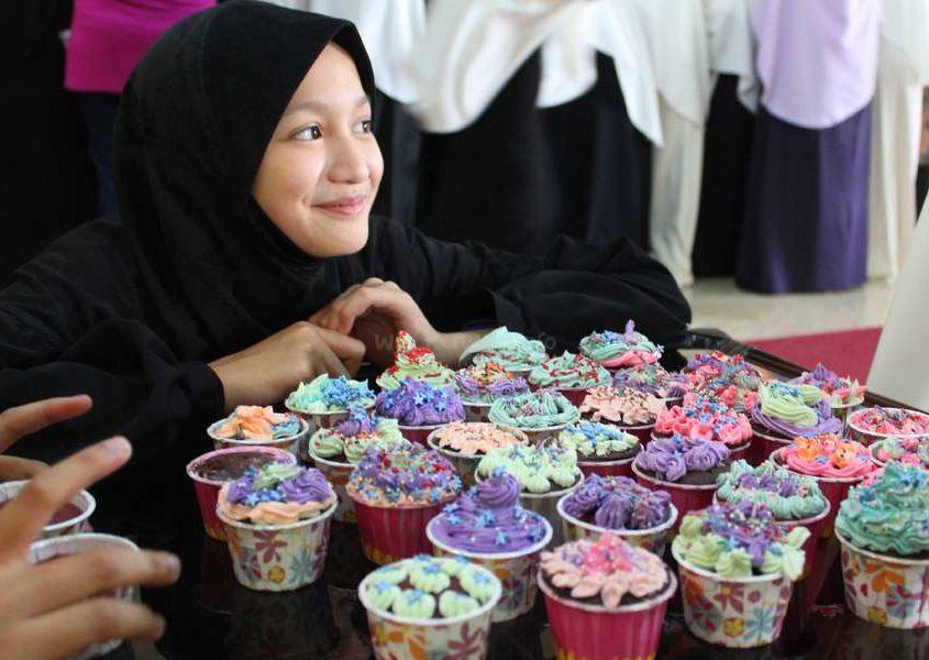 cupcake dessert muslim girl happiness party